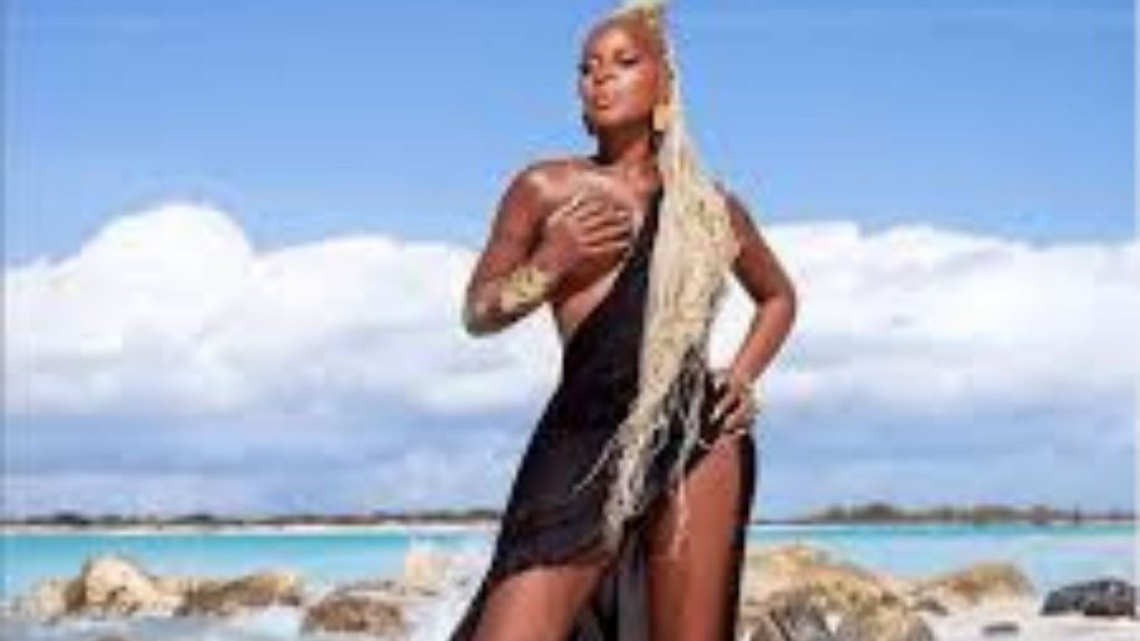 Mary J. Blige Posed Her Nude And Flawless 50-Year-Old Body On The Gram